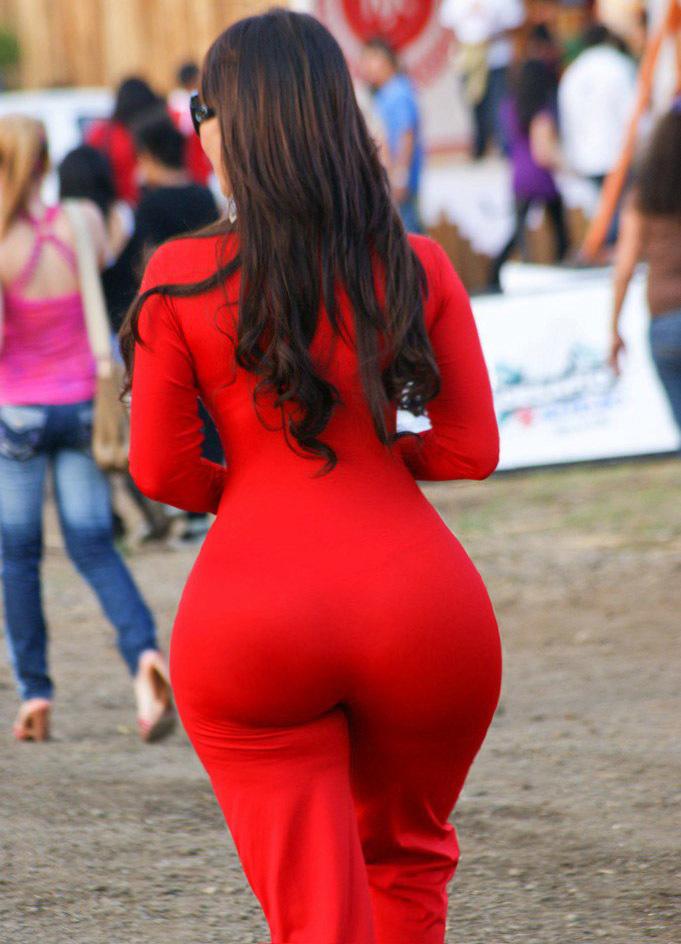 19-летние девки повернувшись спиной показывают свои огромные попы. Порно спиной показывают.