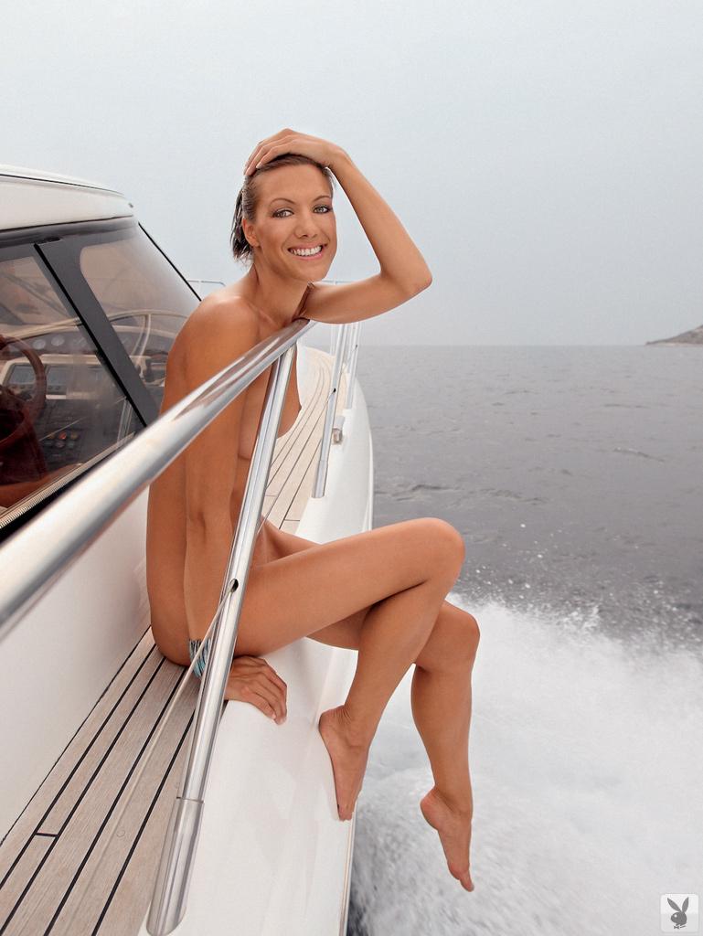 Русая порноактрисса Eva Svete развлекается в обнаженном виде. Порно русый.