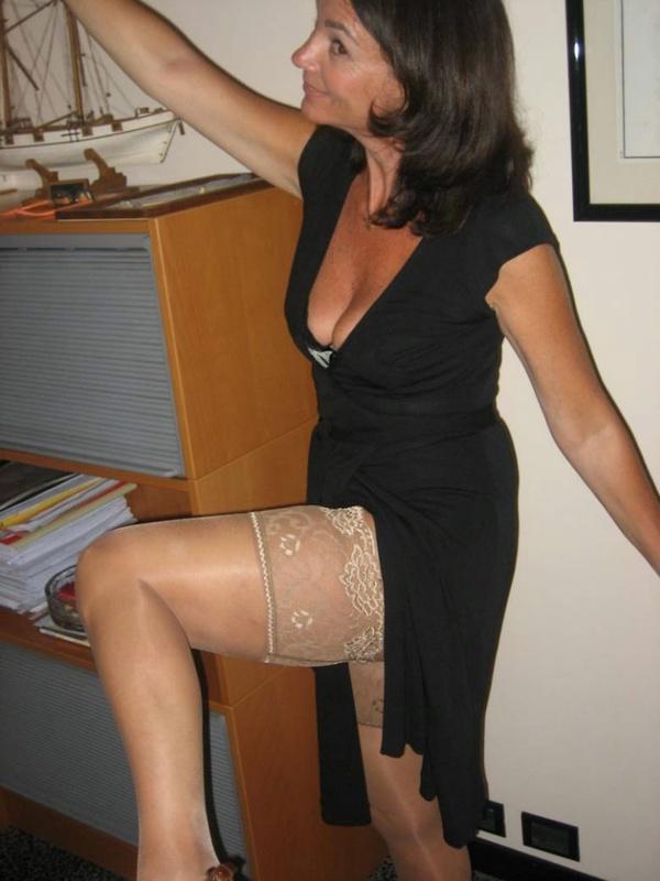 Несмотря на возраст телочке еще есть что сфотографировать. Порно несмотря.