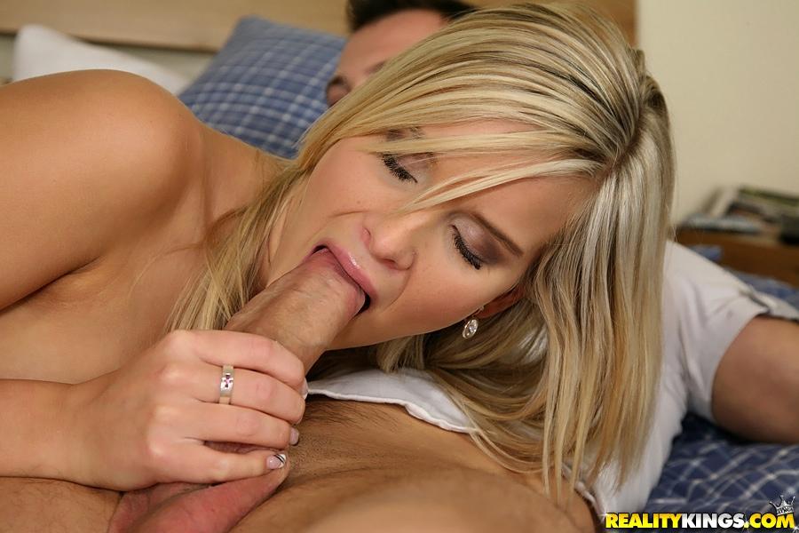 Пацан раздел и выеб пышногрудую сожительницу в спальне секс фото. Порно титястую подружку.