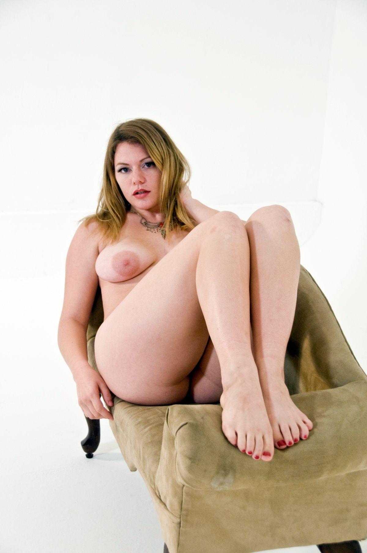 Сисястая, слегка пухленькая Ева. Порно слегка пухленькая.