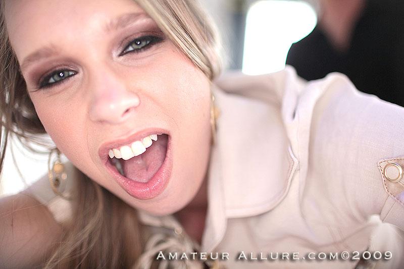 Сексуальная куколка Anna Stevens обслуживает хер и получила чуть-чуть свежей кончи на язык. Порно сексуальный.