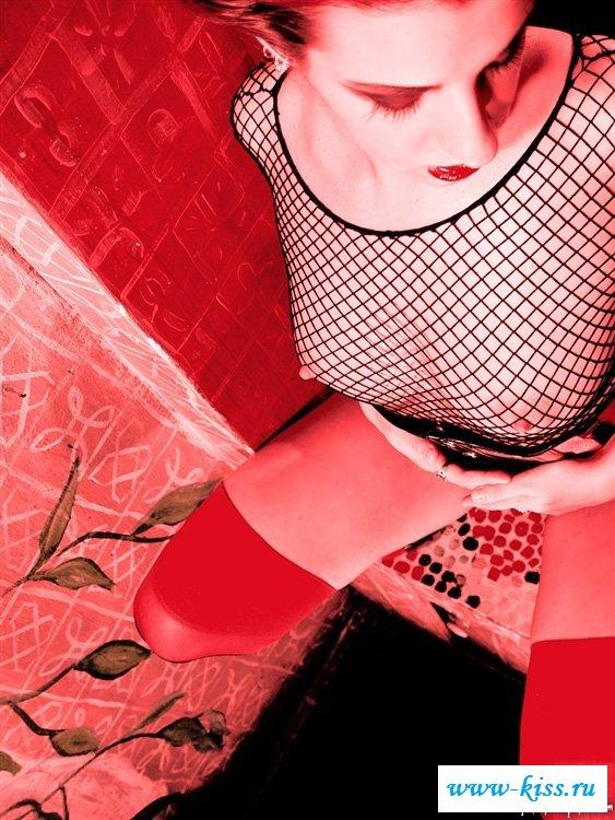 Раздетая дьяволица готка с пухленькой писькой - фото. Порно готка.