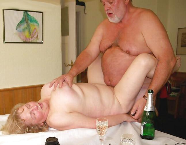 Сексуальная жизнь пожилых людей. Порно человек.